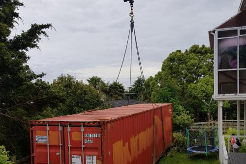 Lifting 40ft container in behind house on North Shore